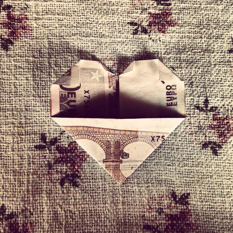 herz aus einem geldschein falten geldgeschenk faltanleitung kreativ blog diy gadgets. Black Bedroom Furniture Sets. Home Design Ideas