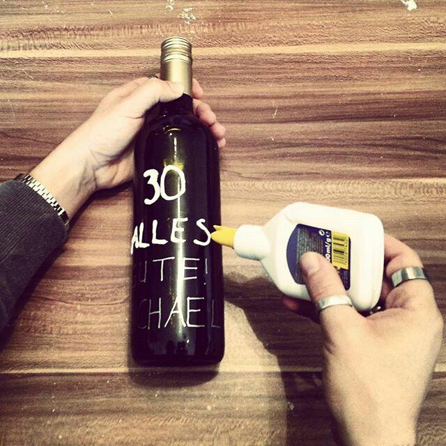personalisierte flasche als geschenk kreativ blog diy. Black Bedroom Furniture Sets. Home Design Ideas