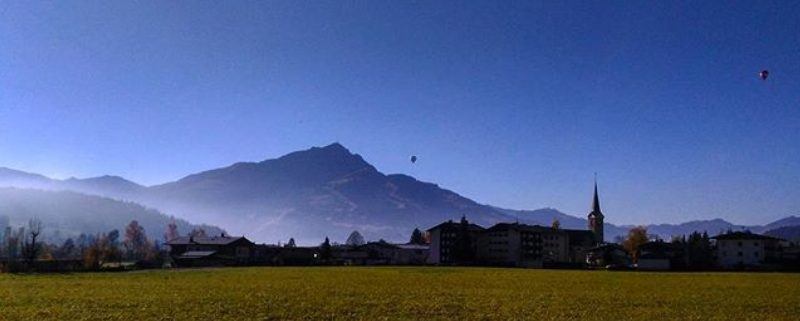 Ballone am Himmel von Kirchdorf in Tirol