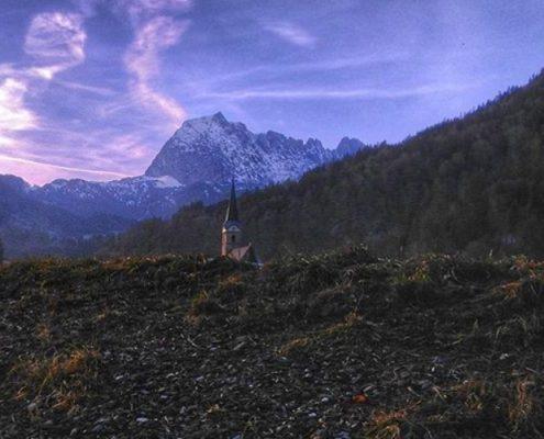 Kirche vorm Wilden Kaiser in Kirchdorf in Tirol
