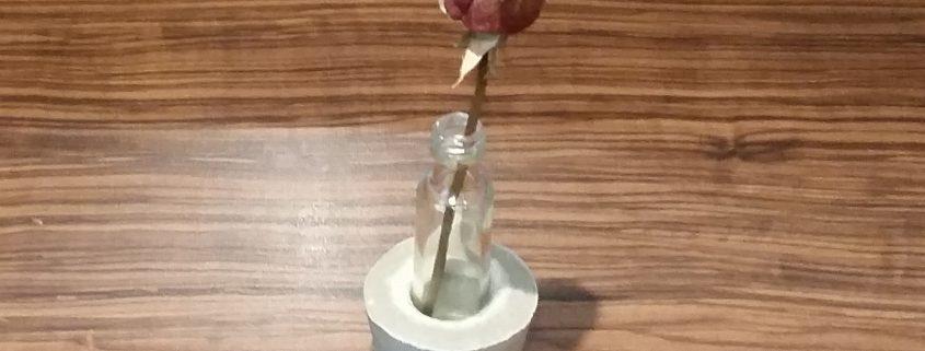 DIY Vase aus Beton und Glas