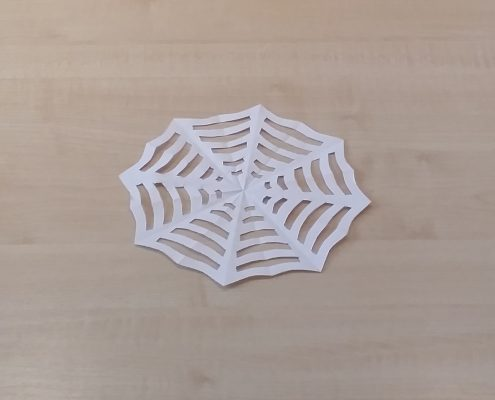 Spinnennetz aus Papier