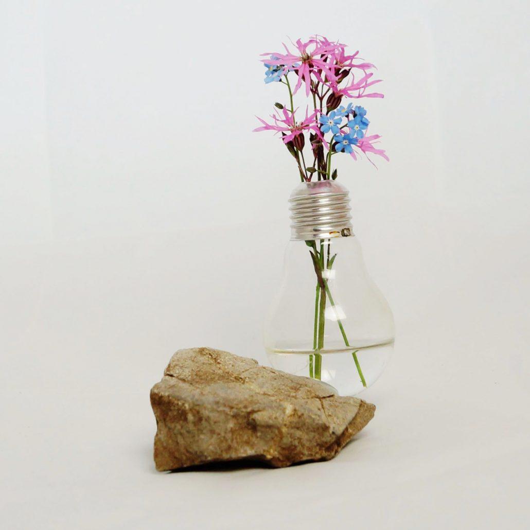 vase aus gl hbirne upcycling kreativ blog diy gadgets. Black Bedroom Furniture Sets. Home Design Ideas