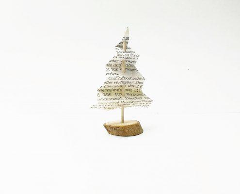 Mini Weihnachtsbaum aus einer Zeitung