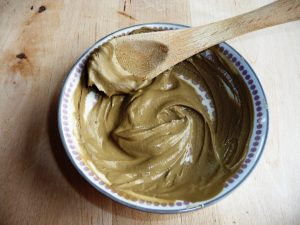 cremige Heilerde-Paste (c) herzwärts