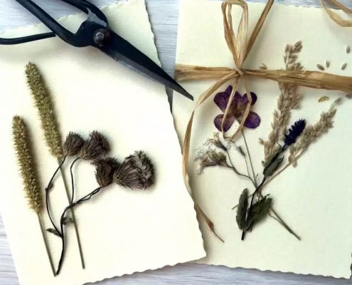 Karten mit getrockneten Wiesenblumen (c) theocherfox