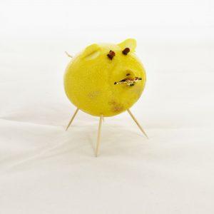 DIY Neujahrsgruß – Schwein aus einer Zitrone basteln