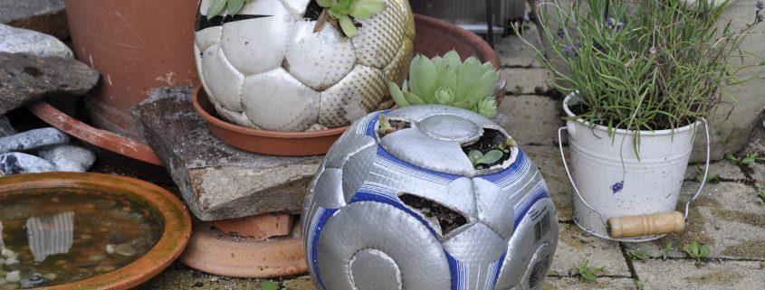 Upcycling Garten aus Fußball