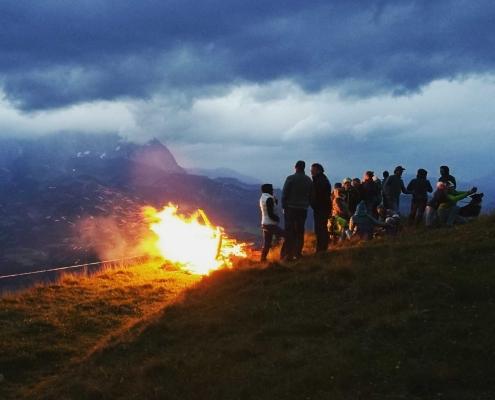 Sonnwendfeuer - Feuerbrennen am Wilden Kaiser in Tirol