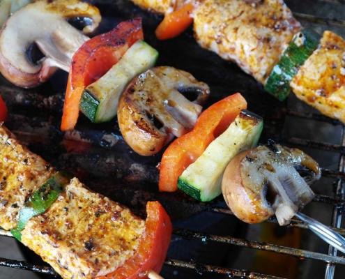 Grillfleisch auf dem Grill (c) RitaE@pixabay