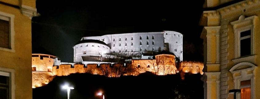 Festung Kufstein in Tirol bei Nacht