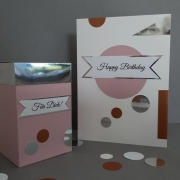 Kreative Geschenkverpackung mit Grußkarte