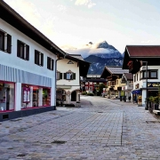 Abends in St. Johann in Tirol