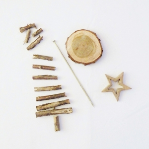 Weihnachtsbaum aus Ästen - Holz Deko
