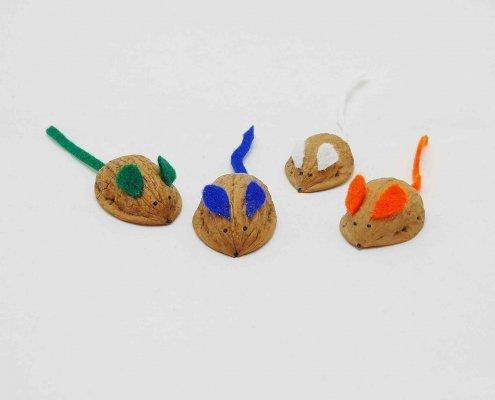 Mäuse aus Nussschalen basteln
