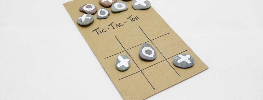 Tic-Tac-Toe mit Steinen basteln