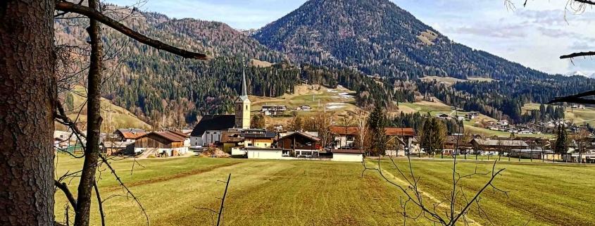 Kirchdorf in Tirol im Frühjahr