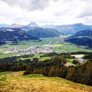 Blick ins Tal nach St. Johann in Tirol