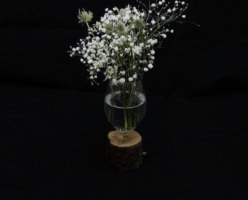 Vase aus kaputtem Weinglas