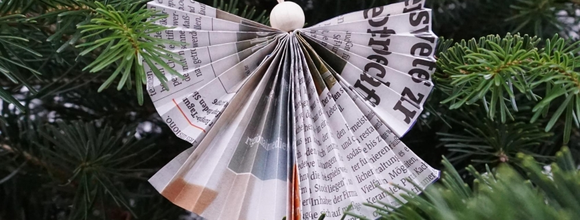 Engel Anhänger aus Zeitungspapier