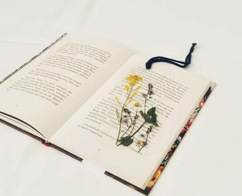 Lesezeichen mit Wiesenblumen - DIY