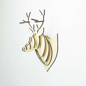 Hirsch-Trophäe aus Holz oder Karton